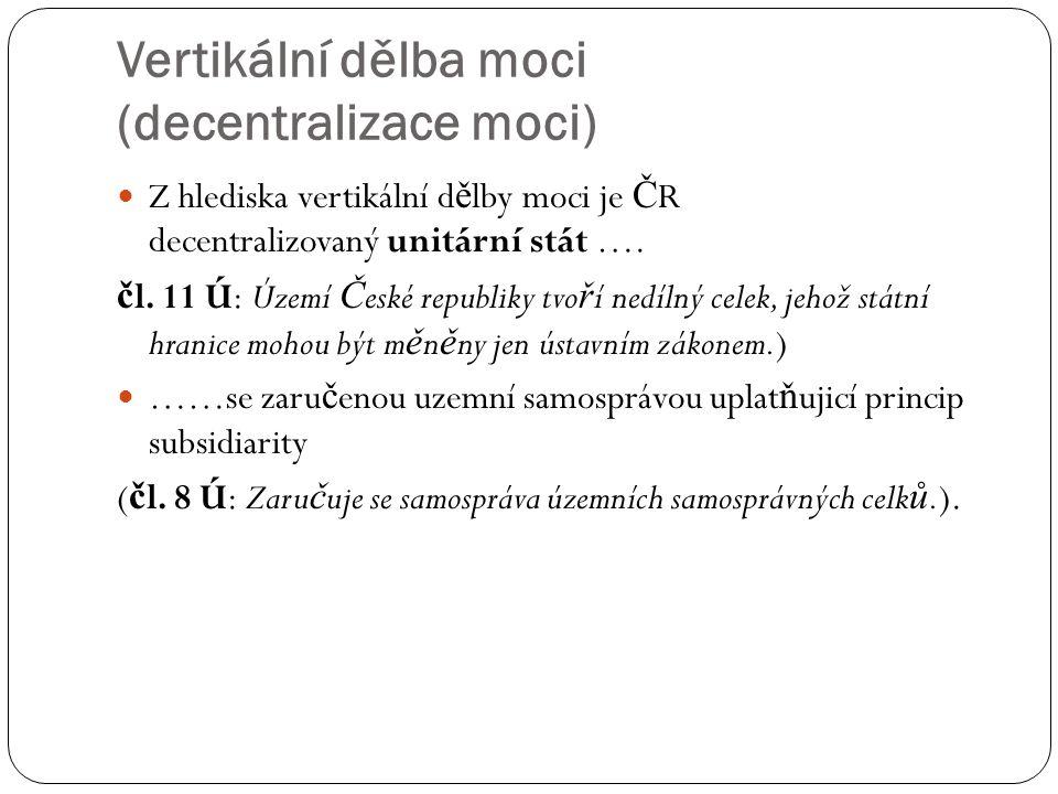 Vertikální dělba moci (decentralizace moci) Z hlediska vertikální d ě lby moci je Č R decentralizovaný unitární stát …. č l. 11 Ú: Území Č eské republ