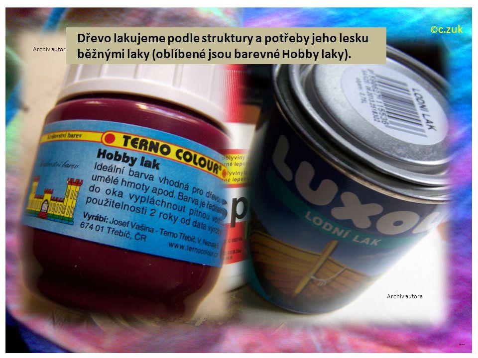 ©c.zuk Rámečků je pro dekoraci obrovské množství tvarů i barev. Archiv autora
