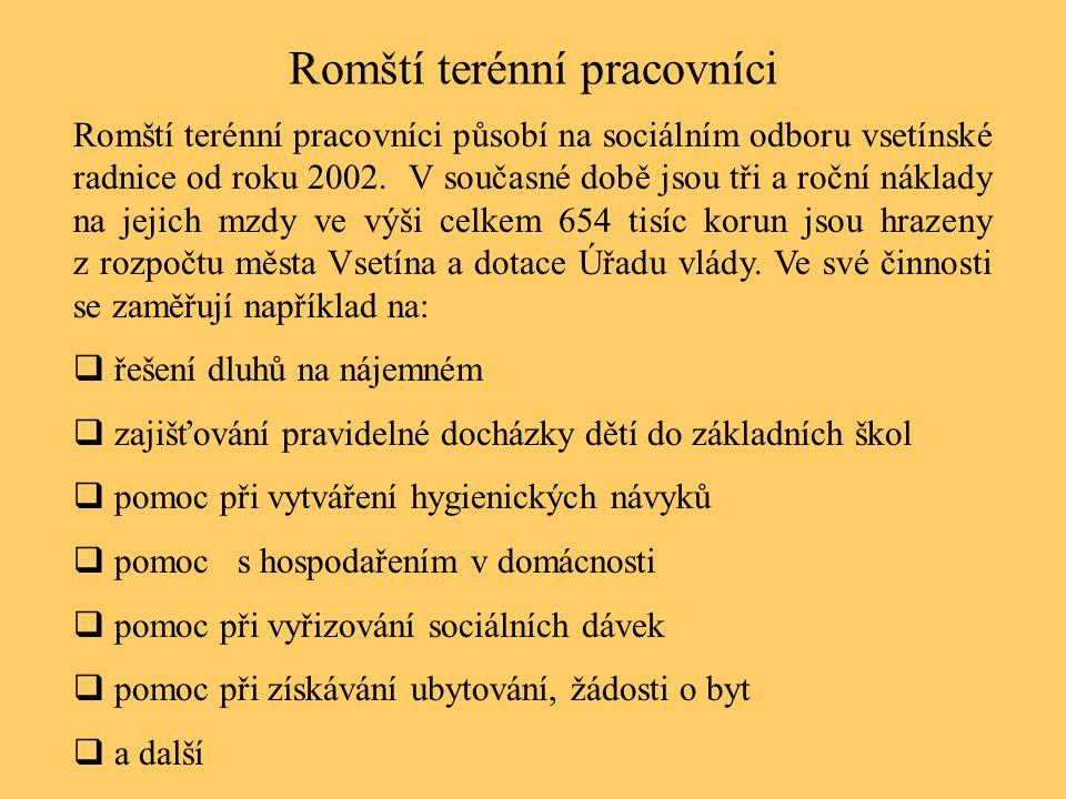 Romští terénní pracovníci Romští terénní pracovníci působí na sociálním odboru vsetínské radnice od roku 2002. V současné době jsou tři a roční náklad
