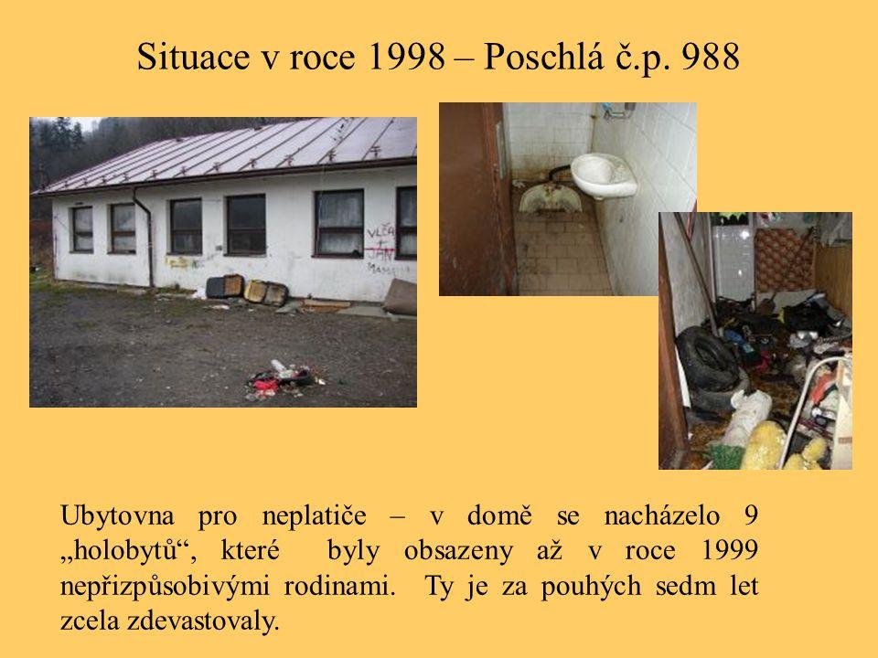 """Situace v roce 1998 – Poschlá č.p. 988 Ubytovna pro neplatiče – v domě se nacházelo 9 """"holobytů"""", které byly obsazeny až v roce 1999 nepřizpůsobivými"""