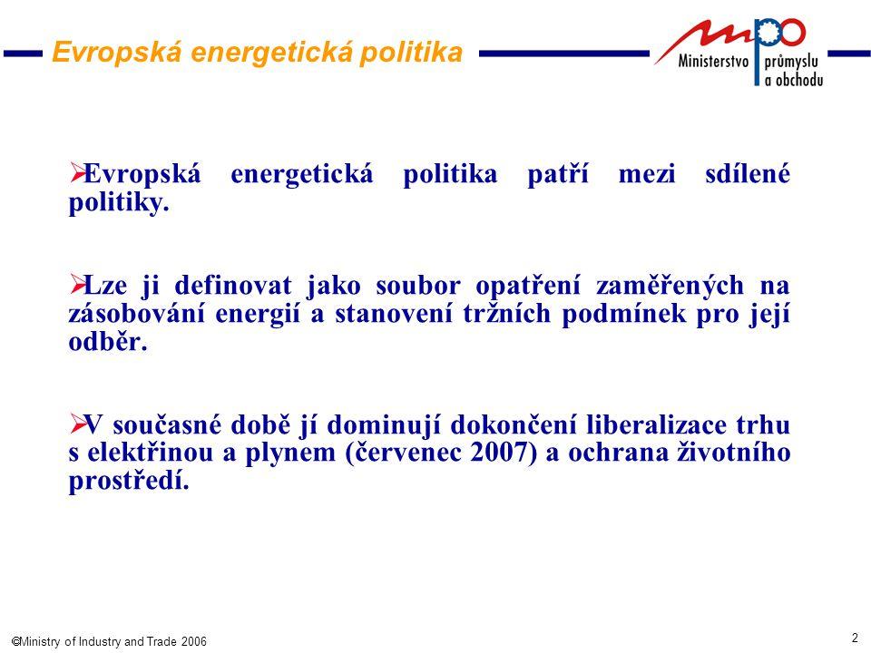 3  Ministry of Industry and Trade 2006 Evropa čelí řadě výzev v oblasti energie:  pokračující obtížné situaci na trzích s ropou a plynem,  rostoucí závislosti na dovozu a skutečnosti, že bylo dosud dosaženo jen malé diverzifikace,  vysokým a kolísavým cenám energií,  rostoucí celosvětové poptávce po energii,  bezpečnostním rizikům,  rostoucí hrozbě změny klimatu,  pomalému pokroku v oblasti energetické účinnosti a využiti obnovitelných zdrojů energie,  nezbytnosti větší transparentnosti a další integrace vnitrostátních trhů s energii,  omezené koordinaci mezi stranami působícími v odvětvi energetiky,  nutnosti značných investic do energetické infrastruktury.