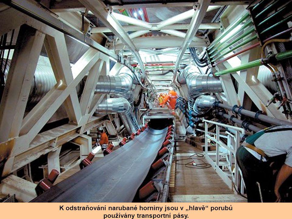"""Příčné chodby Tunel sestává ze dvou – paralelně ražených """"tubusů"""", spojených 175 příčnými spojkami – chodbami. Je samozřejmé, že při ražbě zajišťují p"""