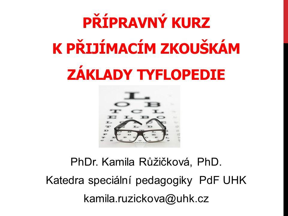 JAKÁ TÉMATA PATŘÍ DO MINIMA INFORMACÍ Historická, oftalmologická, psychologická a legislativní východiska pro edukaci a rehabilitaci osob se ZP; Základní pojmy z TP a specifika komunikace; Cílové skupiny, principy, paradigma TP; Zraková terapie, reedukace, kompenzace, rehabilitace Specifika výchovy a vzdělávání – metody a techniky TP; Specifika TP raného věku; Problematika školní edukace (integrace / SŠ); Tyflorehabilitace; Problémy kombinovaných postižení - HS; Technické prostředky podpory.