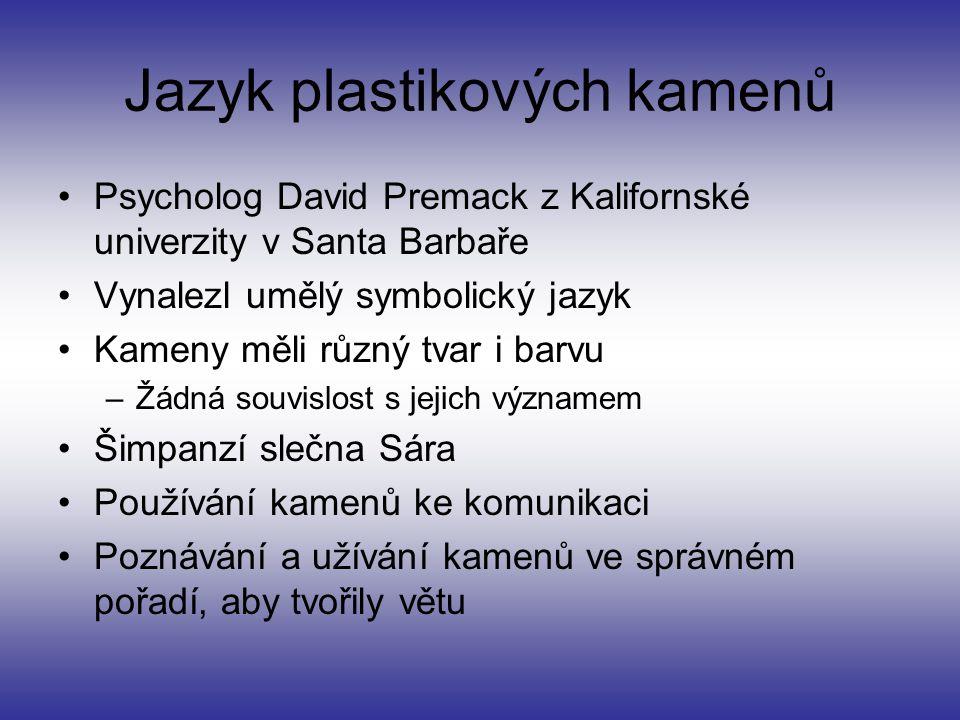 Jazyk plastikových kamenů Psycholog David Premack z Kalifornské univerzity v Santa Barbaře Vynalezl umělý symbolický jazyk Kameny měli různý tvar i ba