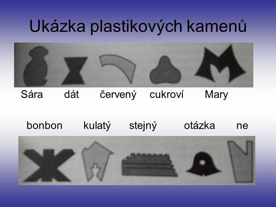 Ukázka plastikových kamenů Sára dát červený cukroví Mary bonbon kulatý stejný otázka ne