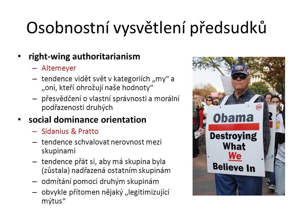 """Osobnostní vysvětlení předsudků right-wing authoritarianism – Altemeyer – tendence vidět svět v kategoriích """"my"""" a """"oni, kteří ohrožují naše hodnoty"""""""