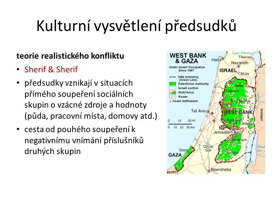 teorie realistického konfliktu Sherif & Sherif předsudky vznikají v situacích přímého soupeření sociálních skupin o vzácné zdroje a hodnoty (půda, pracovní místa, domovy atd.) cesta od pouhého soupeření k negativnímu vnímání příslušníků druhých skupin Kulturní vysvětlení předsudků