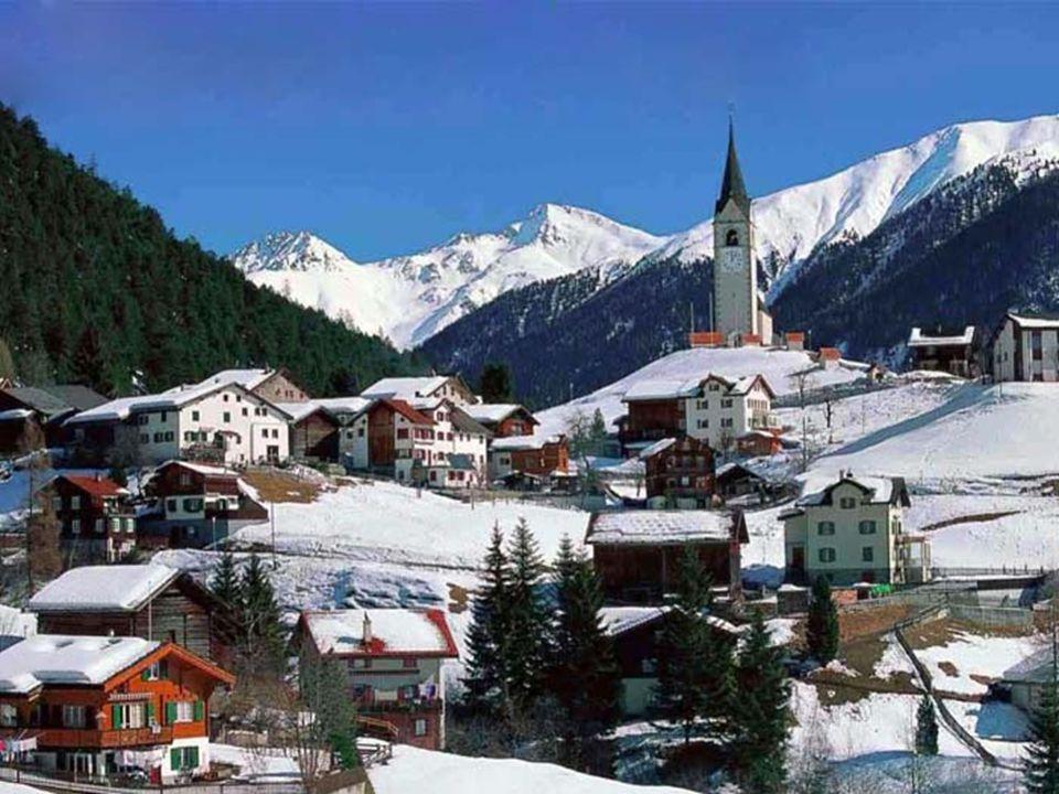 Bern má mnoho středověkých historických památek a je zapsán v listině UNESCO. Jedním z nejvýznamnějších rodáků je Albert Einstein.