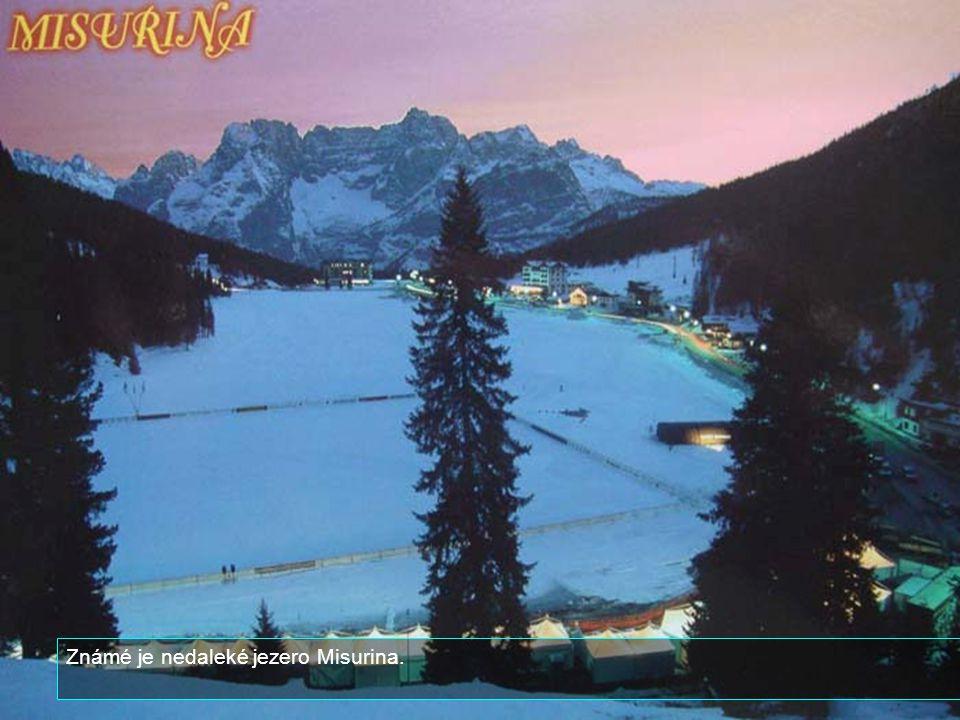 Mezi nejznámější hory v okolí patří Tofane na západě, na severu Pamagagnon, Cristallo na severovýchodě a Sorapiss a Becco di Croda Mezzodì a Cinque To