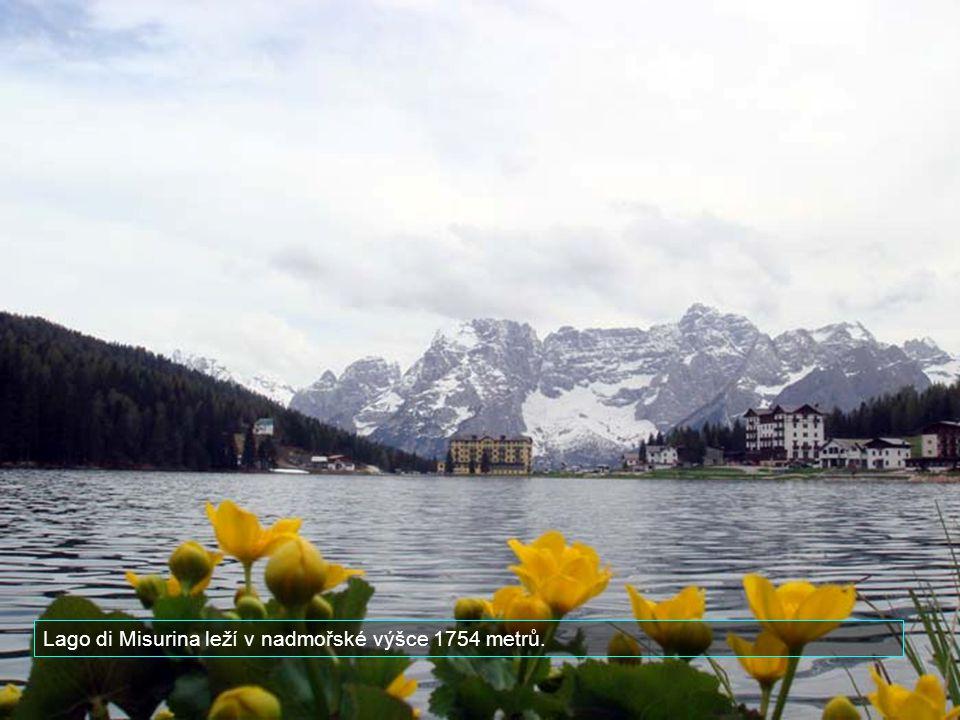 Známé je nedaleké jezero Misurina.
