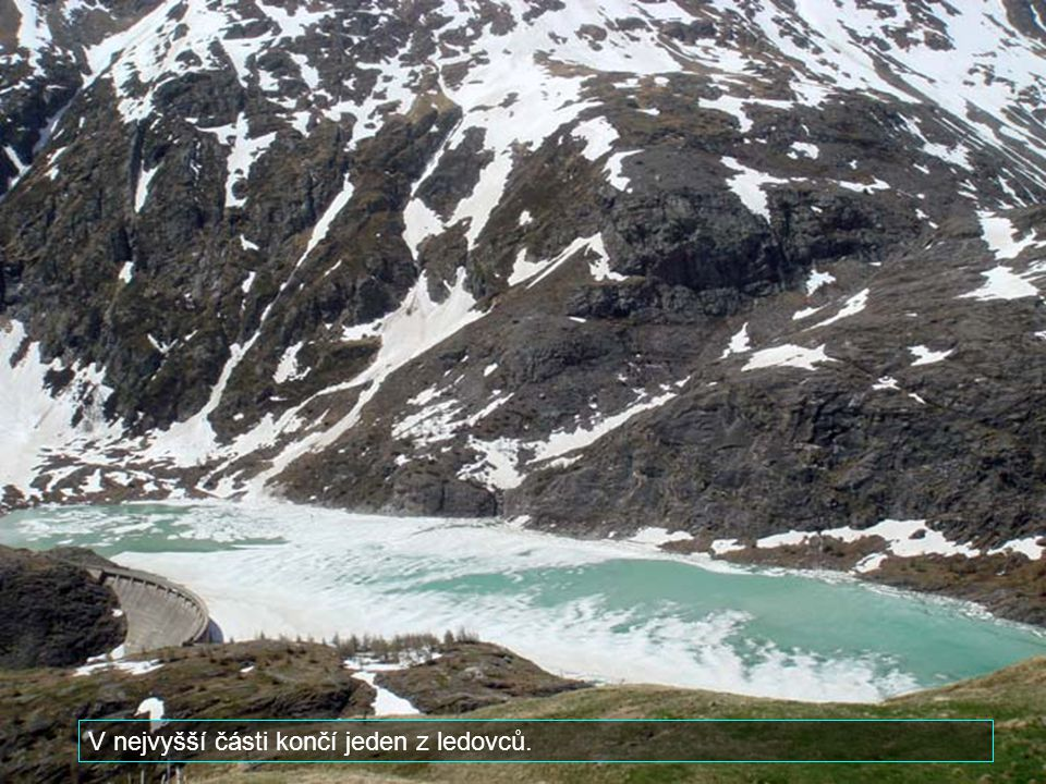 Přes hranice do Rakouska vedou velkolepé alpské silnice. Přecházíme do národního parku Grossglockner. Žije zde množství horských svišťů. Na obrázku vr