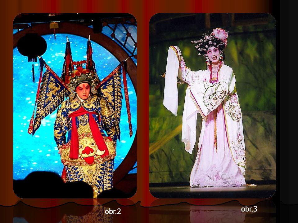 Žlutá barva oděvu například symbolizuje královský rod, červená zase státního úředníka – symbolem muže je mocný drak, ženský šat často zdobí bájný fénix.