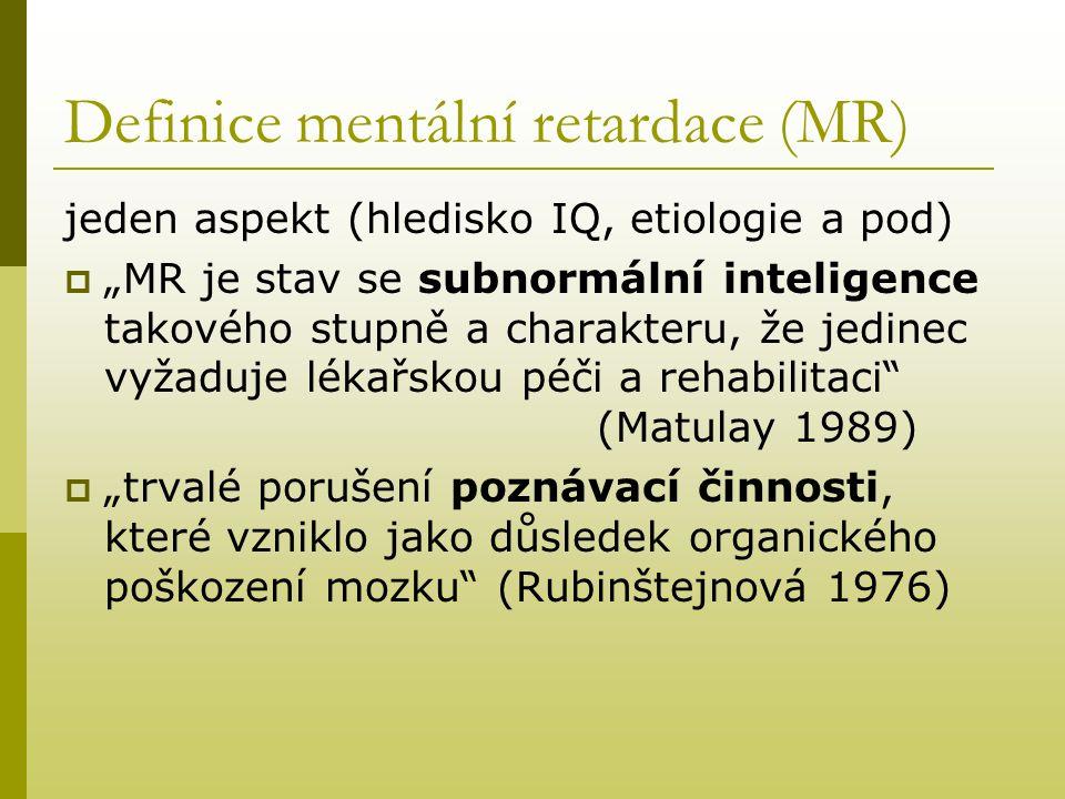 """Definice mentální retardace (MR) Více aspektu (inteligence a její struktury, socializace)  """"stav celkového snížení intelektových schopností pod průměr, který nastal v určitém období vývinu a je spojení s jednou, nebo s vícerými poruchami v oblasti: - zraní - učení - sociální přizpůsobivosti Ku MR může dojít ve kterýmkoli stadiu duševního vývinu. (Heber)"""