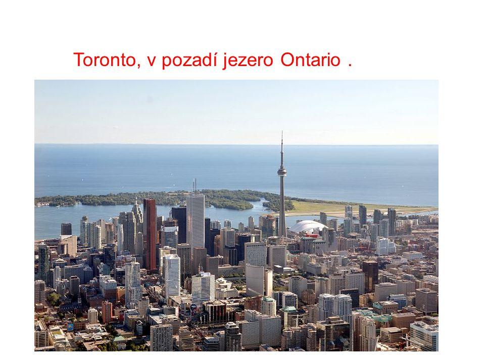 Toronto, v pozadí jezero Ontario.