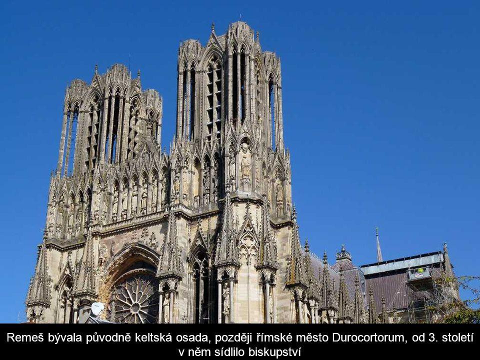 ReimsCathedral Remeš, francouzsky Reims je město ležící v samotném srdci vinařského kraje Champagne, asi 150 kilometrů severovýchodně od hlavního měst