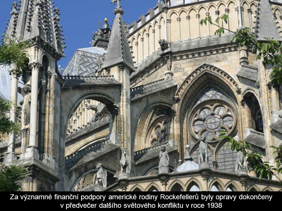Práce na obnově zle poničené katedrály započaly bezprostředně po skončení války v roce 1919 z popudu remešského rodáka a architekta Henriho Deneuxe