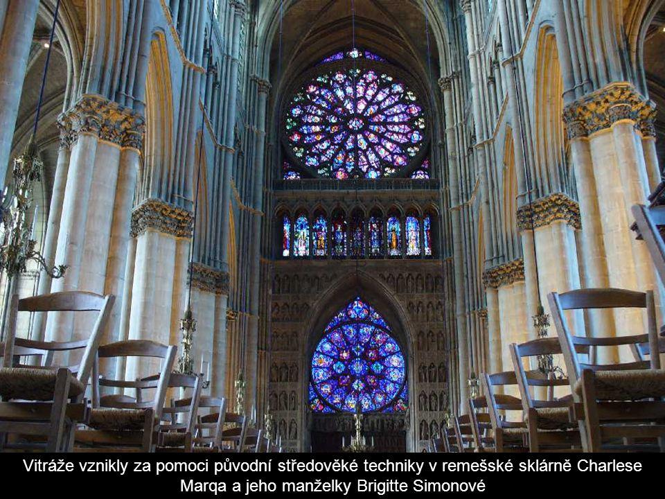 Jedním z moderních prvků v katedrále jsou vitráže Marca Chagalla