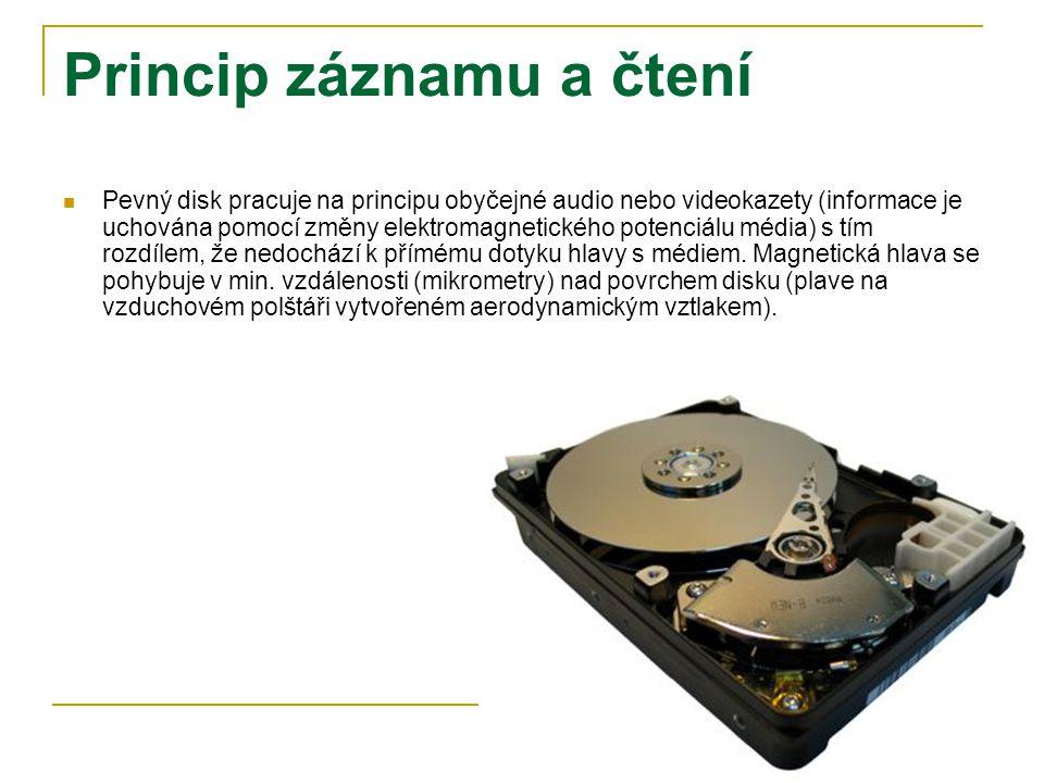 Princip záznamu a čtení Pevný disk pracuje na principu obyčejné audio nebo videokazety (informace je uchována pomocí změny elektromagnetického potenciálu média) s tím rozdílem, že nedochází k přímému dotyku hlavy s médiem.