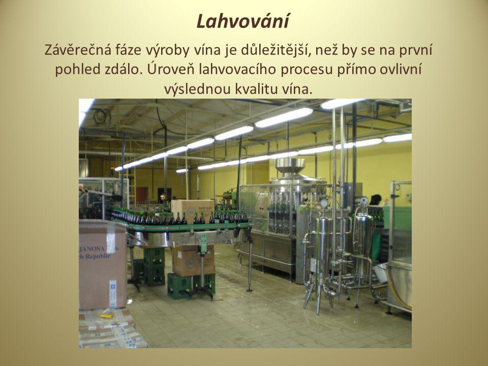 Lahvování Závěrečná fáze výroby vína je důležitější, než by se na první pohled zdálo.
