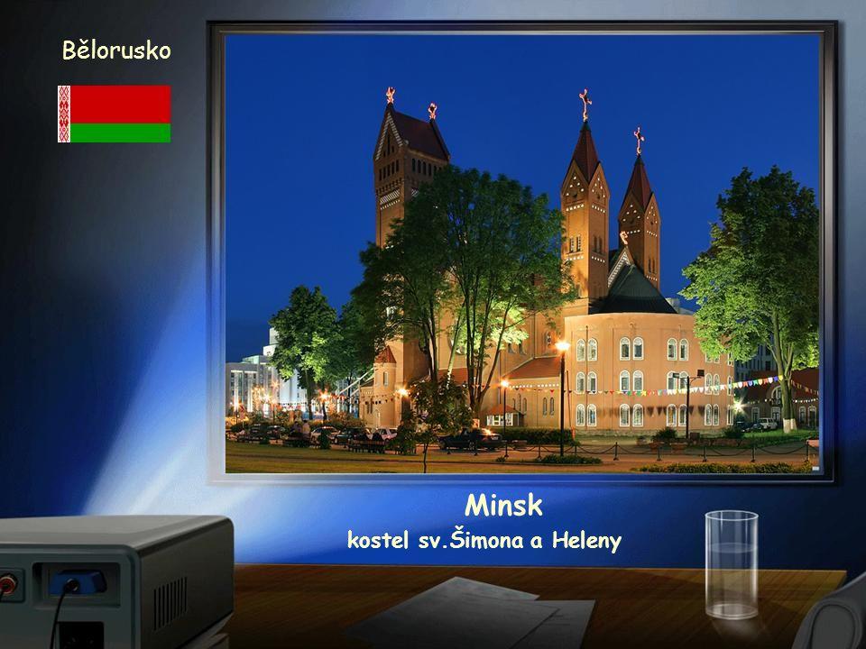 Bělorusko Minsk radnice z 18. století po rekonstrukci