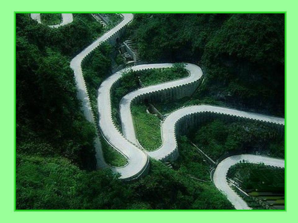 Cesta je strmá, zatáčky mají co nejmenší polom ě r
