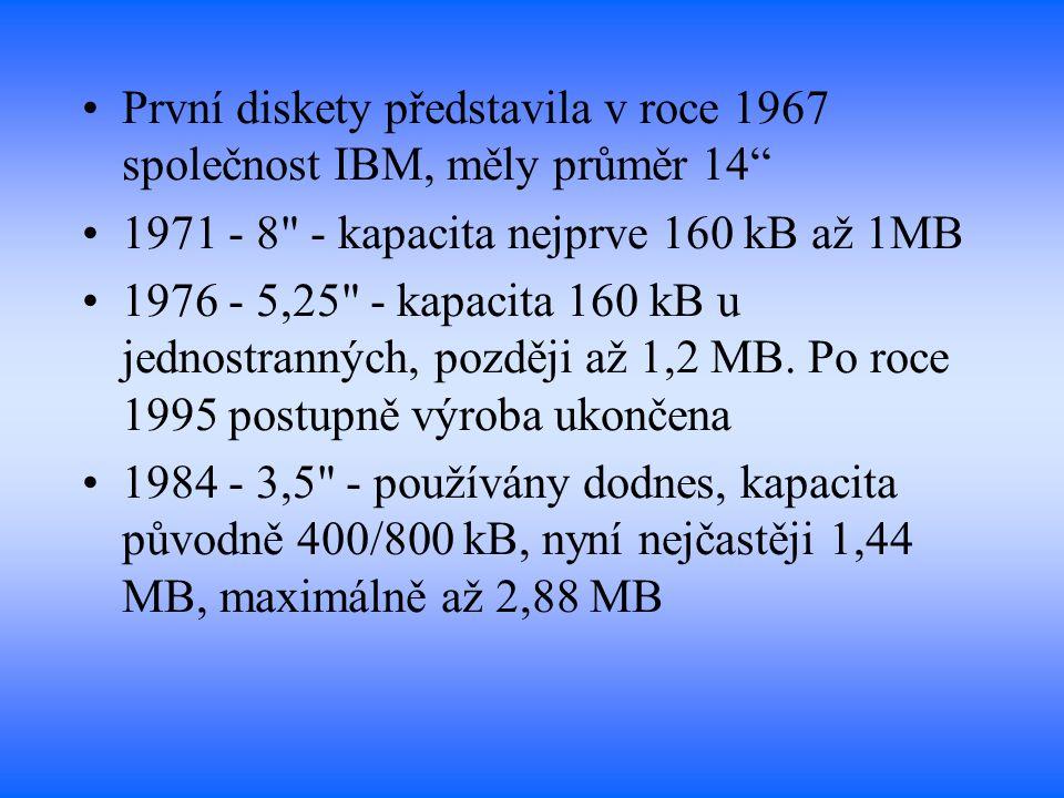 """První diskety představila v roce 1967 společnost IBM, měly průměr 14"""" 1971 - 8"""