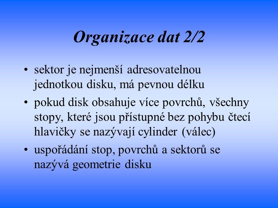 Organizace dat 2/2 sektor je nejmenší adresovatelnou jednotkou disku, má pevnou délku pokud disk obsahuje více povrchů, všechny stopy, které jsou přís