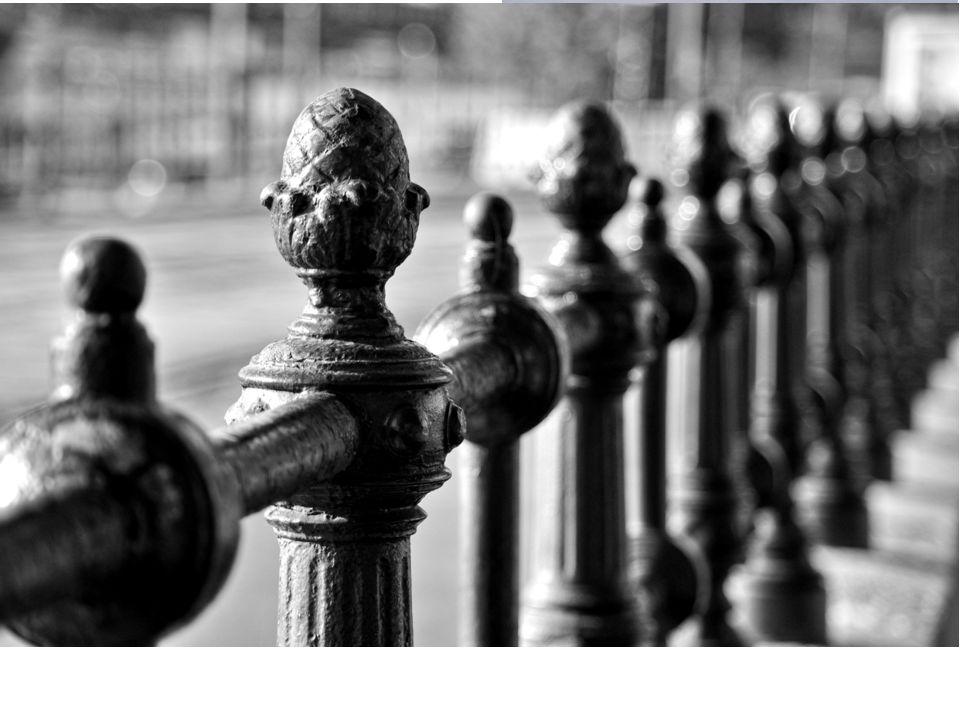 ARCHITEKTURA z Anglie hlavní znaky: křivka rostlinný motiv dekorativnost prostornost a odlehčenost průhlednost nové stavební materiály: železo, ocel,