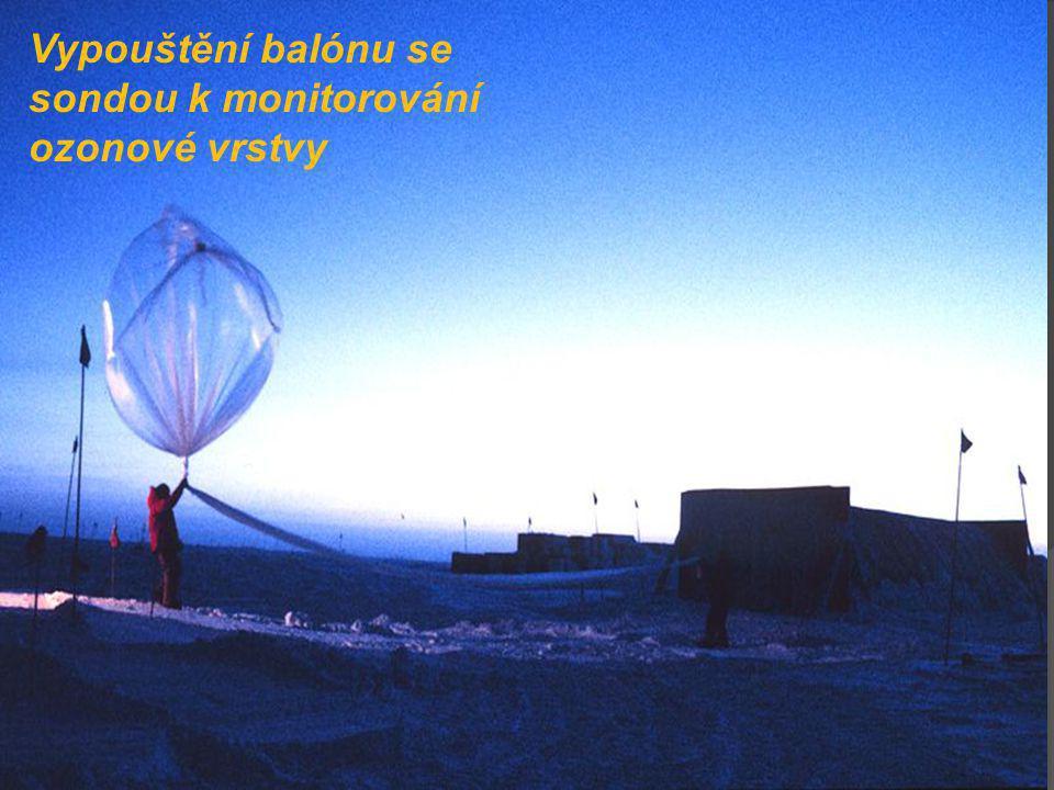 Vypouštění balónu se sondou k monitorování ozonové vrstvy