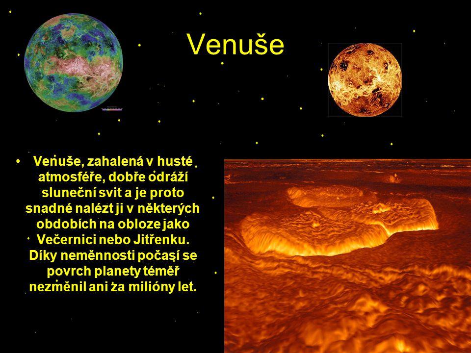 Venuše Venuše, zahalená v husté atmosféře, dobře odráží sluneční svit a je proto snadné nalézt ji v některých obdobích na obloze jako Večernici nebo J
