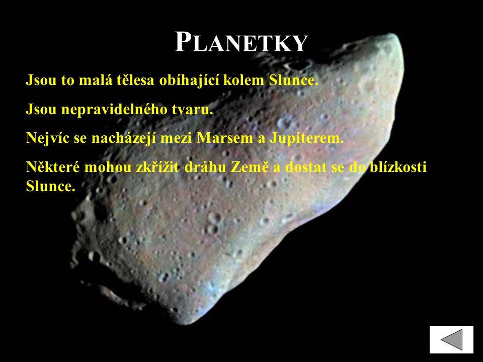 P LANETKY Jsou to malá tělesa obíhající kolem Slunce. Jsou nepravidelného tvaru. Nejvíc se nacházejí mezi Marsem a Jupiterem. Některé mohou zkřížit dr