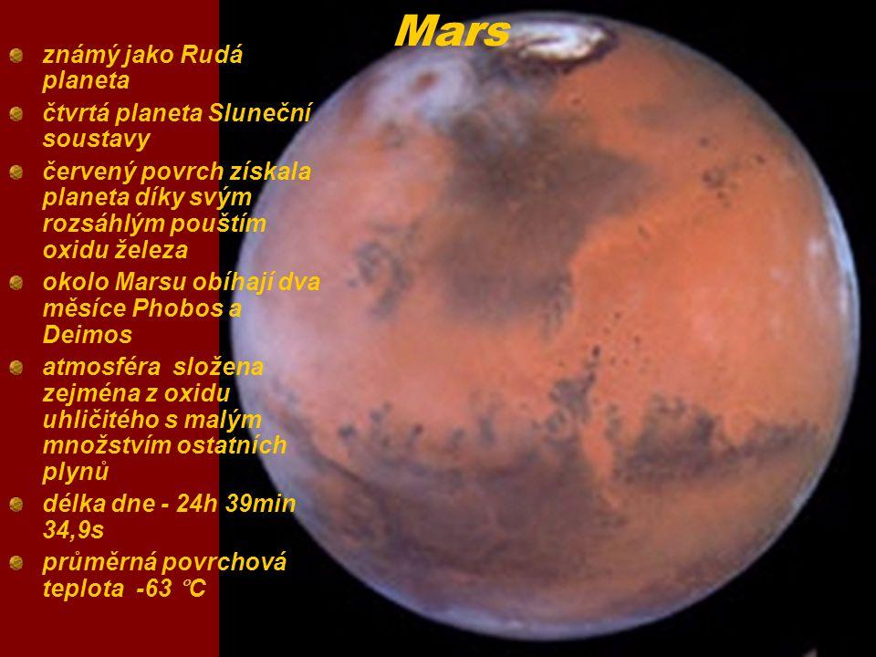 Mars známý jako Rudá planeta čtvrtá planeta Sluneční soustavy červený povrch získala planeta díky svým rozsáhlým pouštím oxidu železa okolo Marsu obíh