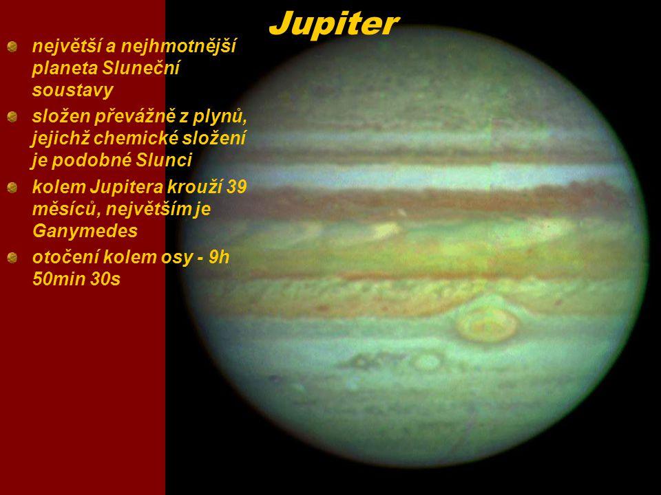 Saturn patří k obřím planetám Sluneční soustavy oběhne Slunce za 30 pozemských let, ale kolem vlastní osy se otočí za pouhých 10 hodin atmosféra tvořena převážně vodíkem a heliem, s oblaky čpavku velmi bohatá soustava měsíců (30)