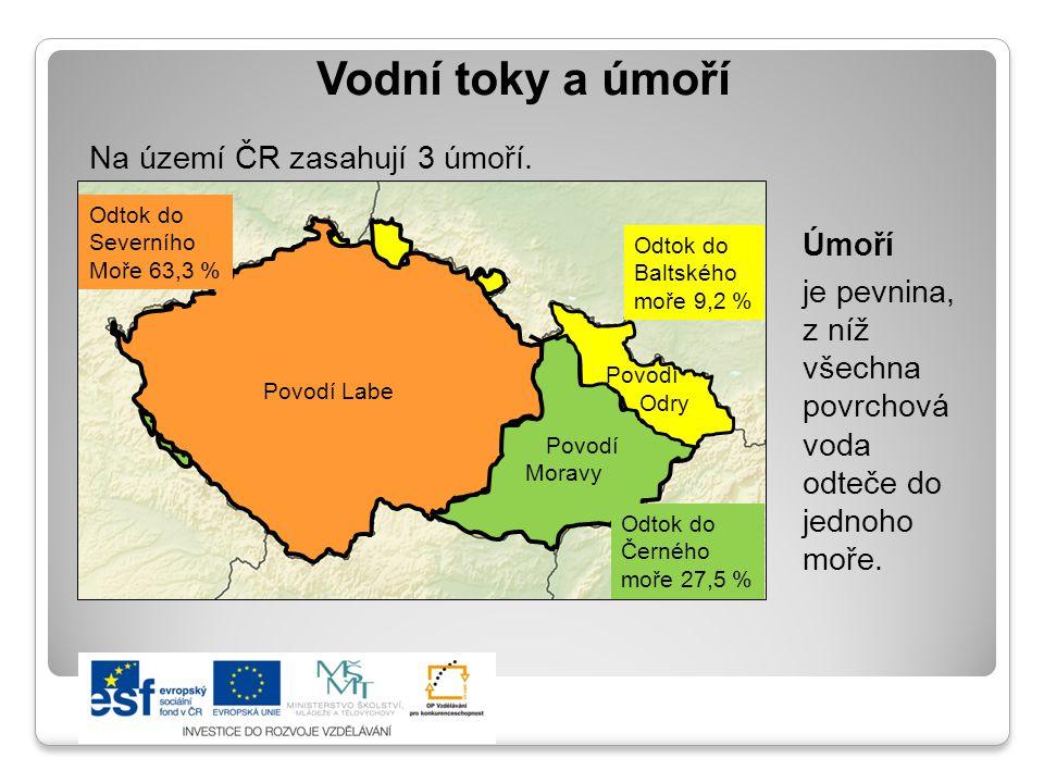 Vodní toky a úmoří Na území ČR zasahují 3 úmoří. Úmoří je pevnina, z níž všechna povrchová voda odteče do jednoho moře. Povodí Labe Povodí Moravy Odto