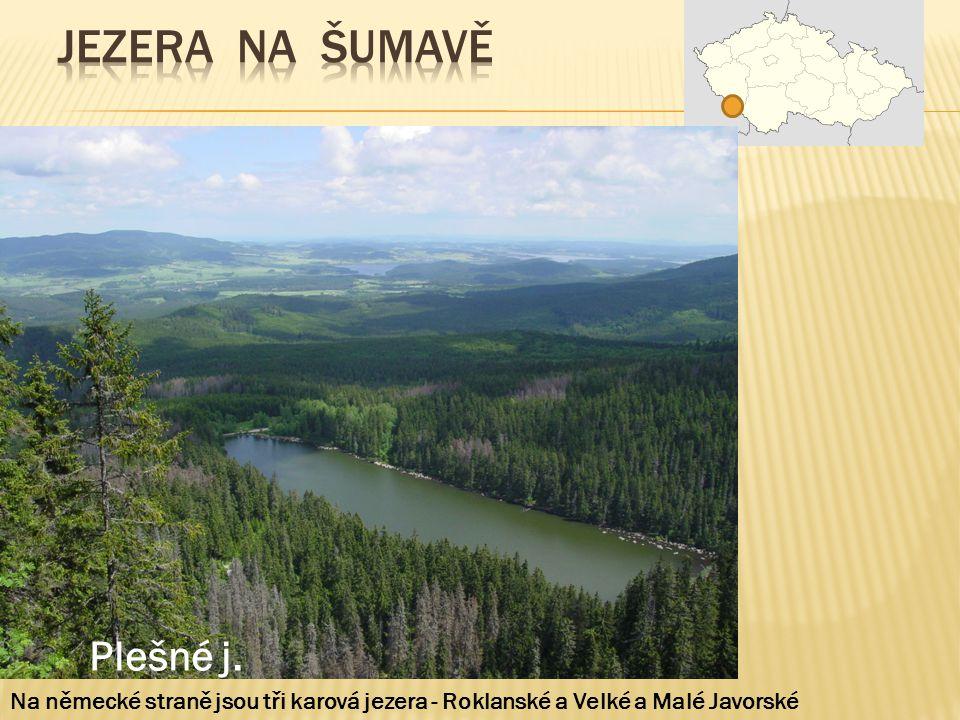 Plešné j. Na německé straně jsou tři karová jezera - Roklanské a Velké a Malé Javorské