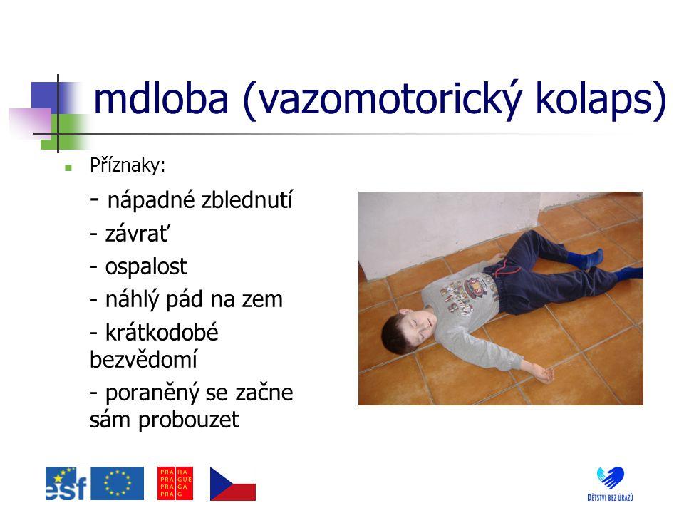 mdloba (vazomotorický kolaps) Příznaky: - nápadné zblednutí - závrať - ospalost - náhlý pád na zem - krátkodobé bezvědomí - poraněný se začne sám prob
