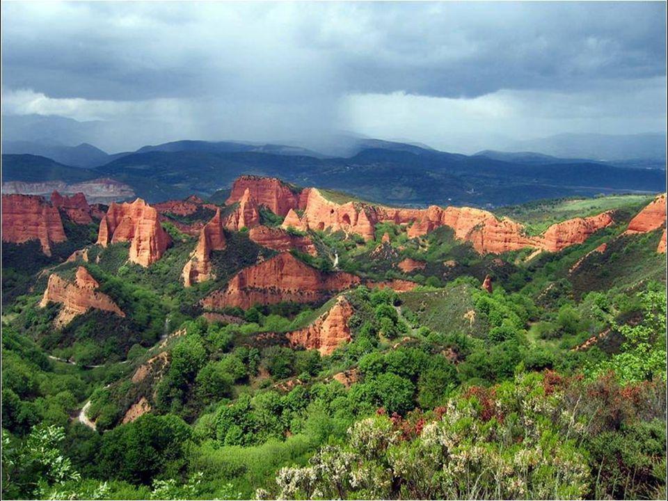 Pozoruhodn ě utvá ř ená krajina Las Médulas se nachází ve Špan ě lsku v provincii León, v blízkosti m ě sta Ponferrada. Jde o zbytky zlatých dol ů ant