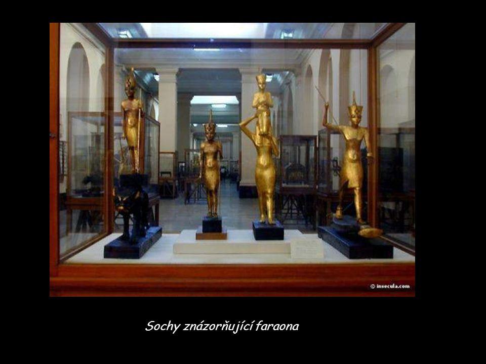 Sochy znázorňující faraona