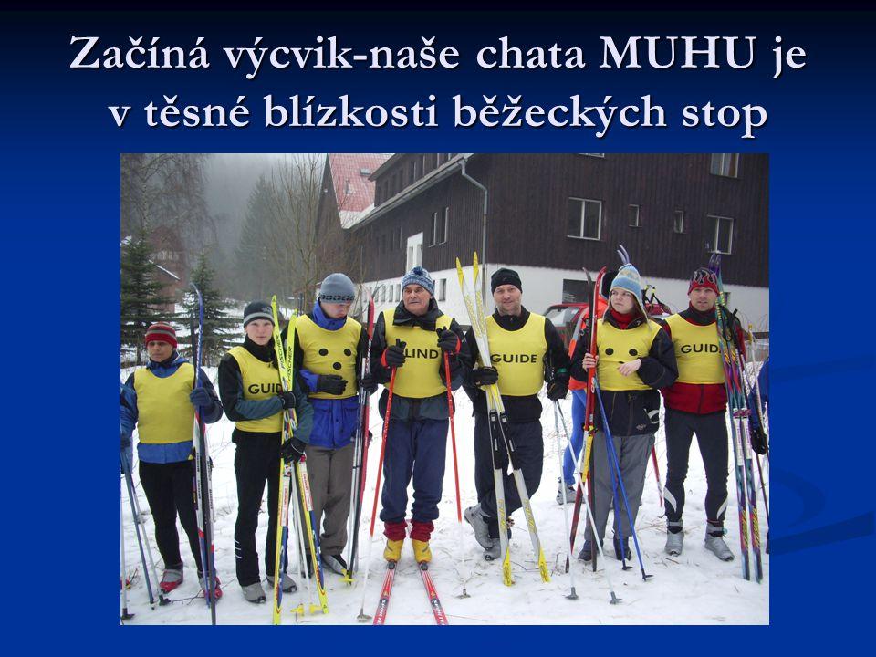 Nazouvání lyží vyžaduje souhru traséra a nevidomého