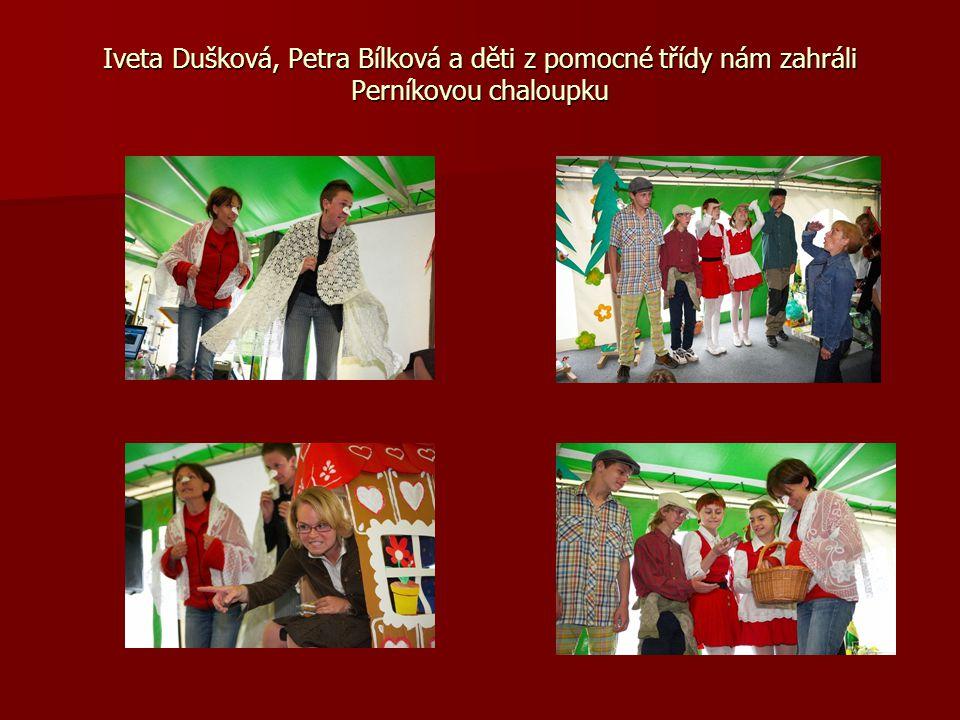 Iveta Dušková, Petra Bílková a děti z pomocné třídy nám zahráli Perníkovou chaloupku