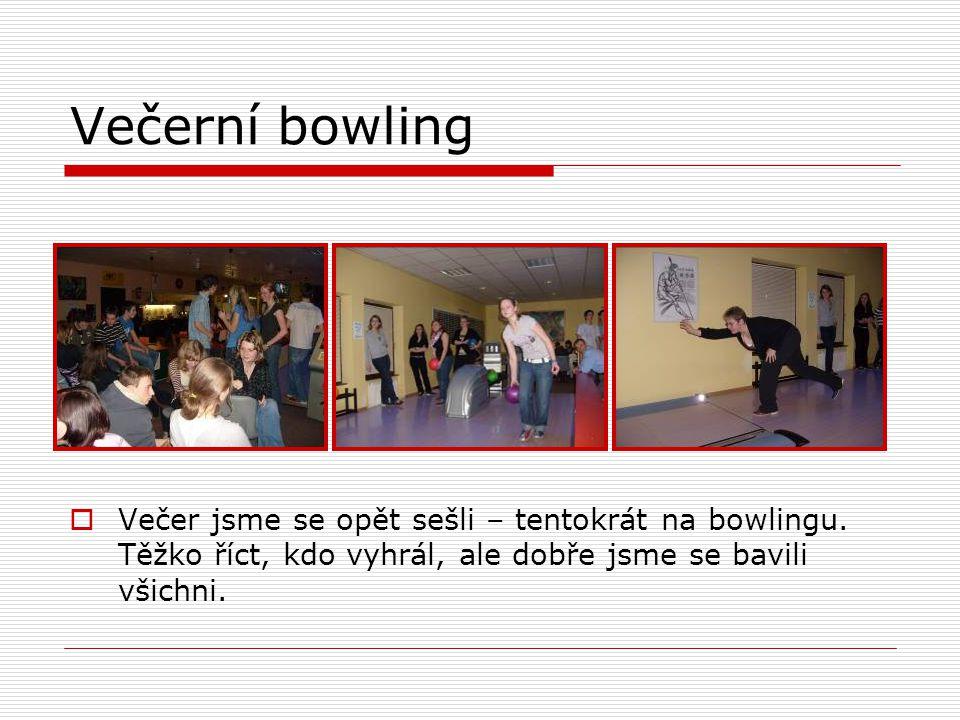 Večerní bowling  Večer jsme se opět sešli – tentokrát na bowlingu.