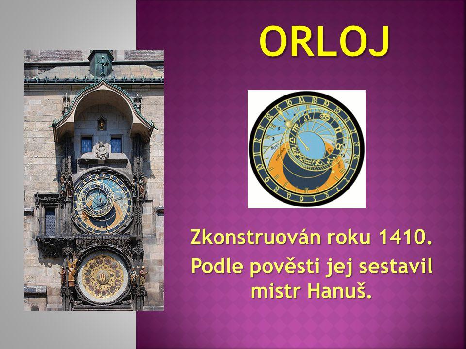 Spojuje Staré Město s Malou Stranou. Ozdoben 31 sochami a sousošími