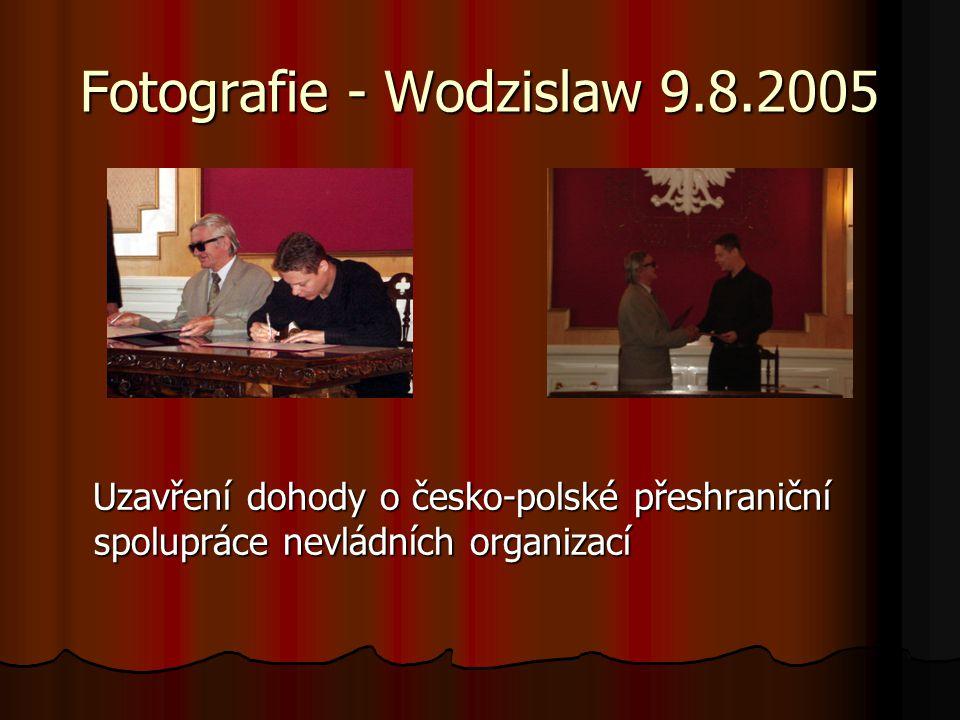 Fotografie - Wodzislaw 9.8.2005 Uzavření dohody o česko-polské přeshraniční spolupráce nevládních organizací Uzavření dohody o česko-polské přeshranič