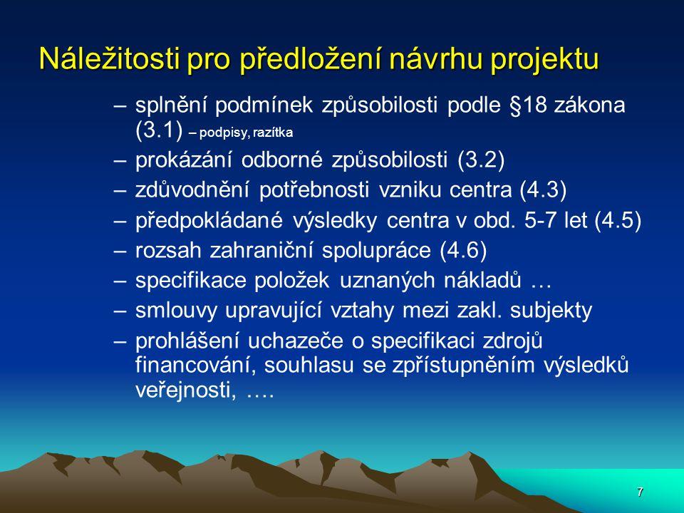 8 Přijímání a hodnocení návrhů projektů Komise pro přijímání návrhů projektů kontroluje splnění podmínek veřejné soutěže (5.1-5.9 a 6.1-6.11) Odborný poradní orgán hodnotí bodově a slovně podle kriterií : –Věcný soulad návrhu projektu s cílem programu –Splnění základních podmínek (část 3,4 a 5) –Prokázání odborných předpokladů (3.2) včetně srovnání s RIV –Význam, potřebnost a užitečnost centra a jeho přínosu pro uživatele jeho výsledků –Adekvátnost finančních nákladů projektu, zdůvodnění položek uznaných nákladů –Výše finančního podílu uchazeče na realizaci projektu –Oprávněnost požadované účelové podpory ve vztahu k významu a výsledkům projektu –Zabezpečení projektu uchazečem