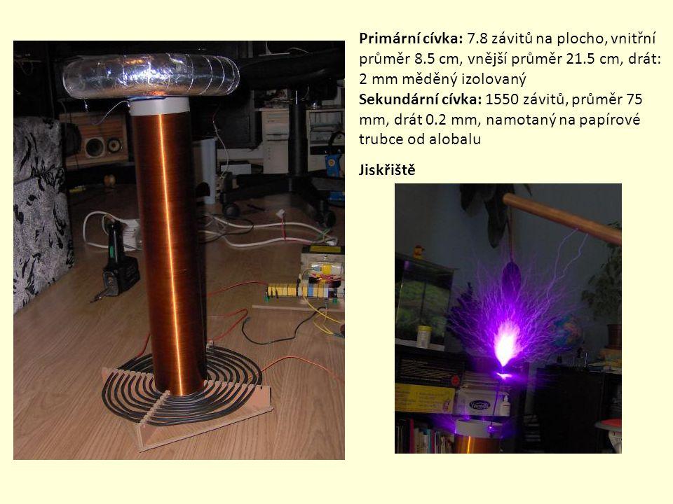 Primární cívka: 7.8 závitů na plocho, vnitřní průměr 8.5 cm, vnější průměr 21.5 cm, drát: 2 mm měděný izolovaný Sekundární cívka: 1550 závitů, průměr 75 mm, drát 0.2 mm, namotaný na papírové trubce od alobalu Jiskřiště