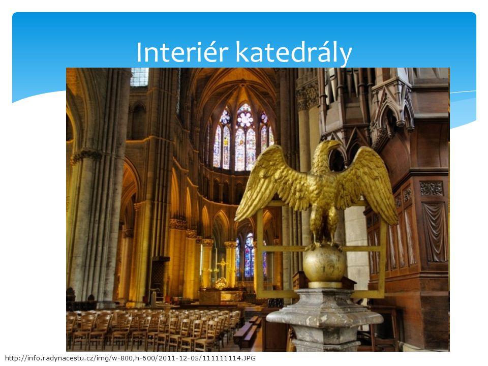 Interiér katedrály http://info.radynacestu.cz/img/w-800,h-600/2011-12-05/111111114.JPG