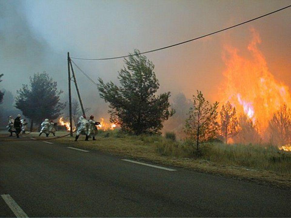 Urgence… Pompiers requis… Nejvýš naléhavé! Voláme hasiče!