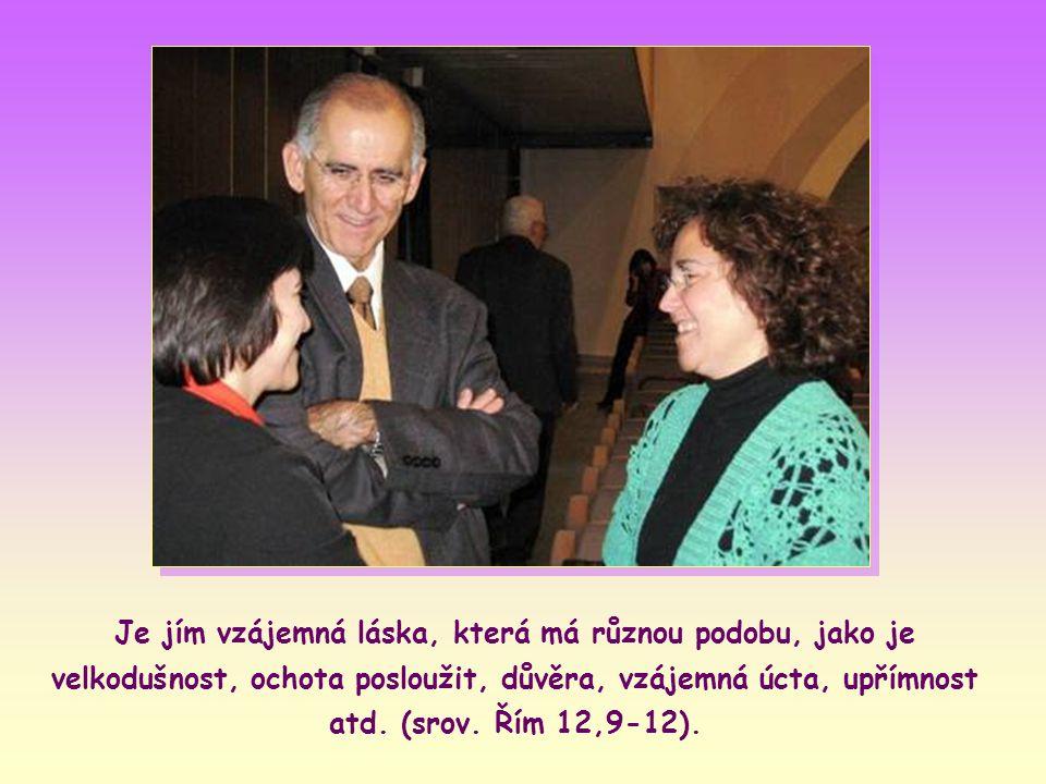 Po těchto slovech ale hovoří ještě o jiném dluhu, trochu náročnějším na pochopení: o tom, který v souladu s Ježíšovým odkazem máme vůči každému bližnímu.