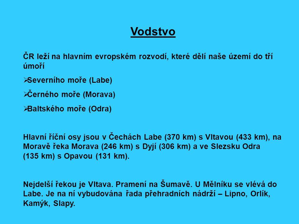 Vodstvo ČR leží na hlavním evropském rozvodí, které dělí naše území do tří úmoří  Severního moře (Labe)  Černého moře (Morava)  Baltského moře (Odr