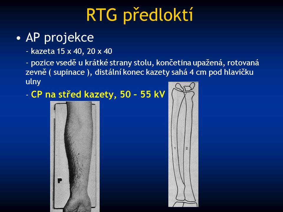 RTG předloktí AP projekce - kazeta 15 x 40, 20 x 40 - pozice vsedě u krátké strany stolu, končetina upažená, rotovaná zevně ( supinace ), distální kon
